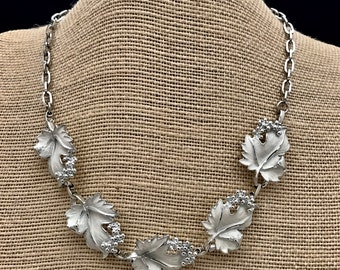 Vintage White Choker. Sarah Cov. Whispering Leaves Grape and Leaf 16 Inch Necklace. 1960s Sarah Coventry. Spring Summer Jewelry. Mom Gift