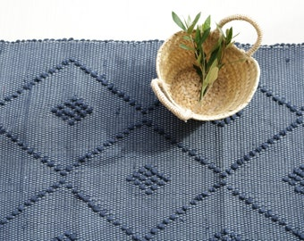 Small handwoven rug, diamond pattern, blue color, portuguese rug, cotton rug, bathroom rug, bath mat, rug with knots.