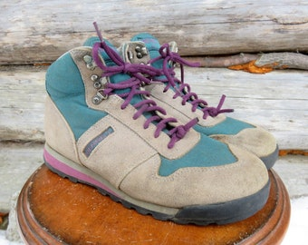 "Merrell 90s Vintage ""Vail"" Hiking Boots. Suede Leather. Women's size 9.5 US."