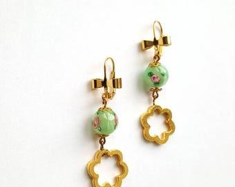 Pearl earrings in gold flower