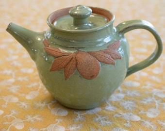 Teapot with Pears
