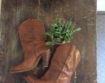 spring sale // 20% off // vintage frye boots // vintage sable leather boots with wood-stacked heels // tall pull-on cowgirl boots // 9N