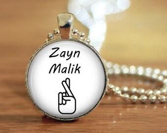 Zayn Malik Crossed Fingers Tattoo Pendant Keychain Necklace Jewelry