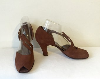 Vintage 40s 1940s Brown Suede Peep Toe Art Deco Heels Size 8 Ankle Strap Size 7 1/2 8 Pin up Rockabilly VLV Shoes