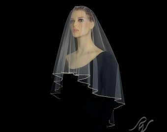 Drop Veil with Quarter Inch Pearl Edge, Made With SWAROVSKI ELEMENTS