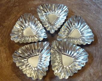 5 Vintage Baking Tart Tins Jello Mold Triangle Craft Supply Lot (#1740)