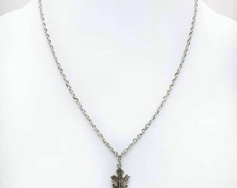 Court with leaf silver necklace.