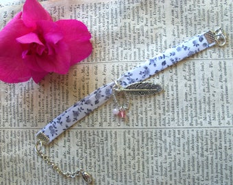 Lovely bracelet Liberty 1 row of white and blue and silver metal charms