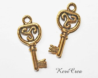 5 x gold tone key charm