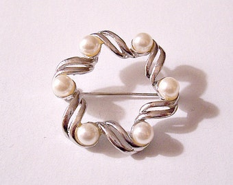 White Pearl Bead Pin Brooch Silver Tone Vintage Large Open Swirl Curl Double Decorative Bands 6mm Round Beads