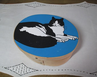 Vintage 80s Wooden Box GRAPHIC CAT Balsa Wood Oval Blue, Black, White Screenprinted