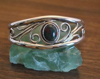 sterling silver & bloodstone open wire bracelet
