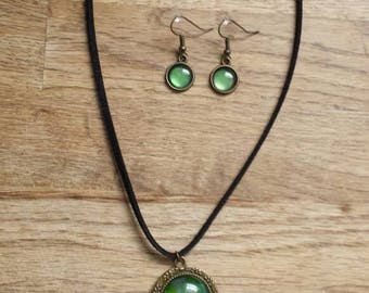 Green necklace and earrings kit