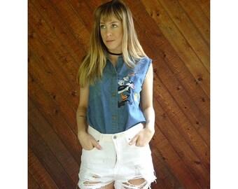 EXTRA 20% OFF SALE.... Looney Tunes Denim Embroidered Shirt - Vintage 90s - Medium