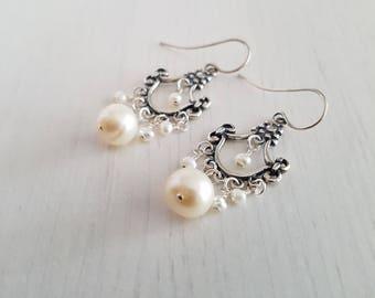Chandelier earrings, white pearls, sterling silver. 3 cm