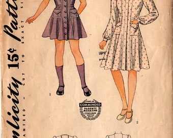 "1941 GIRLS' DRESS PATTERN Simplicity #3814 Size 4 ""Little Frock for School or Play"" Wartime Fashions Vintage Sewing"