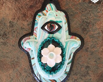 Narcissus Botanical Clay Wall Hamsa | Made in Melbourne | Australian Seller