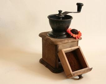 Vintage manual grinder, coffee grinder, coffee mill, wooden grinder, manual grinder, grinder, kitchen decor, vintage grinder, old grinder