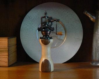 Pepper mill - pepper grinder - hand grinder -  Housewarming - Kitchen - hand mill - Foodie -  Chef – PG561