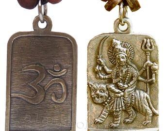 Durga riding a tiger pendant with om on reverse on chord necklace, warrior goddess, hindu om collier de Durga Halskette collar Durga ketting