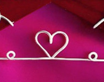 Add a circle-heart-circle to your hanger