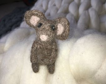 Felted mouse. Handmade tiny mouse. 100% wool.