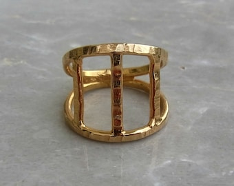 Geometric Ring, Modern gold ring. Women gold ring. Gold plated ring. Contemporary ring. Alternative ring. Hammered Ring. Minimalist ring