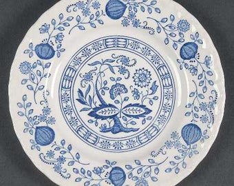 Vintage (c.1980s) Wedgwood Blue Heritage | Blue Onion bread-and-butter or tea plate. Classic blue-and-white pattern.