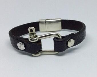 Horseshoe clasp magnetic bracelet