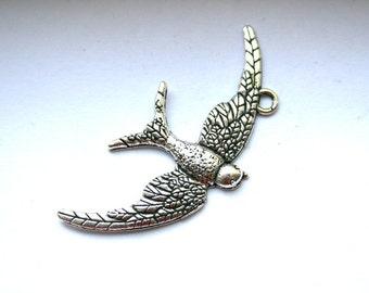 5 Lovely Antique Silver Bird in Flight Charms/Pendants
