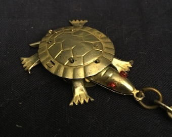 Vintage turtle keychain ..free shipping !!