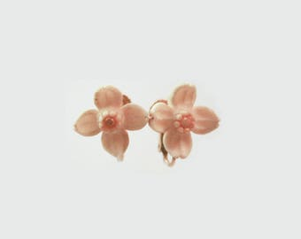 Small Carved Dafodil Clip Earrings