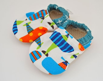Airplane baby shoes, baby shoes boy, toddler shoes, soft sole shoes, baby moccasins, baby booties, baby moccs, soft-sole, organic, airplane
