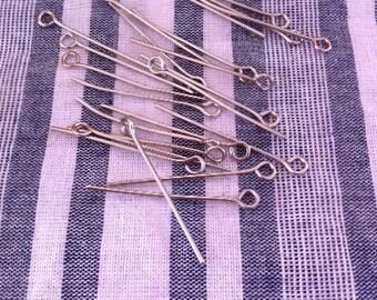 30 clous tiges 30 x 0,7 mm, à oeil, couleur argentée mat nickelé