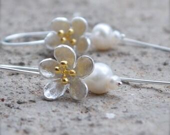 Pearl bridal earrings Beach wedding jewelry Flower earring Pearl drop earrings Sakura jewelry Cherry blossom earrings Modern bridal earrings