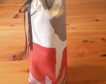 Red, grey and green wine bag