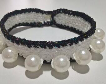 Bracciale bianco,bracciale dicotone,fatto a mano,braccialetto all'uncinetto, bracciale con perline,uncinetto,gioielli,gioielli donna .