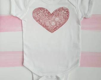 18M Baby/Toddler Bodysuit with Pink Floral Heart (100% cotton)