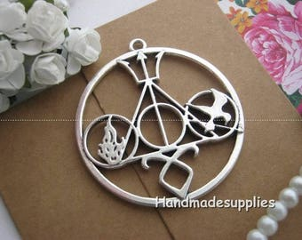 Set of 2 Unique Hunger Games charms in Silver (Cgiid)