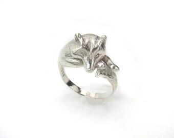 White Wolf Ring - Stark Ring - Game of Thrones Ring - Direwolf Ring - Jon Snow - Dog Ring - Totem Ring - Pagan Ring - Animal Ring - Fan Gift