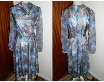 Cute Vintage Retro 1970s Blue Rose Pattern Floral Print Dress By San Paula UK Size 10 12 (14) US Size 8 10 (12)