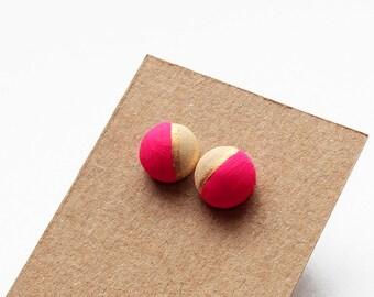 Geomeric aus Holz Stud Ohrringe - heiße Rosa, gold, natürliche Holz - Minimalist, moderne handgemalte Schmuck