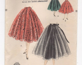 "1950's Vogue Full Circle Skirt Pattern - Waist 24"" - No. 8461"