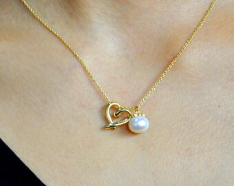 Heart Necklace, Heart Pearl Necklace, Gold heart Necklace, gift for best friends, Delicate necklace, Bridesmaid gift, gift for mom