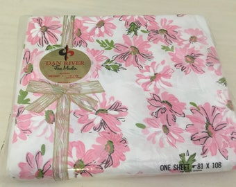 "VINTAGE PINK and WHITE SHeets, NwT, Dan River Daisy Sheets, 81"" x 108"", Shabby Chic, Vintage Bed, 100% Cotton at A Vintage Revolution"
