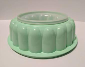Tupperware jadeite green Jel-Ring mold