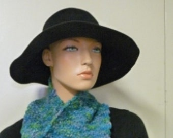 Knitted cowl in Manos del Uruguay kettle dyed Caribe wool