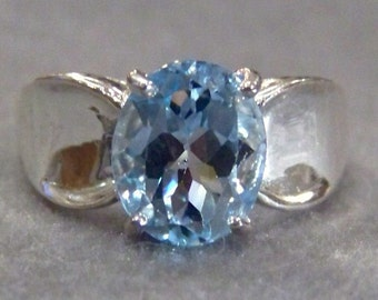 Vintage  Sterling Silver classic Large Oval  Blue Topaz  bold ring, size 7      W