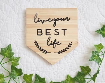 Wooden wall plaque 'Live your best life'