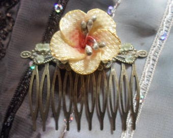 Set 2 pieces: necklace and Hibiscus hair comb